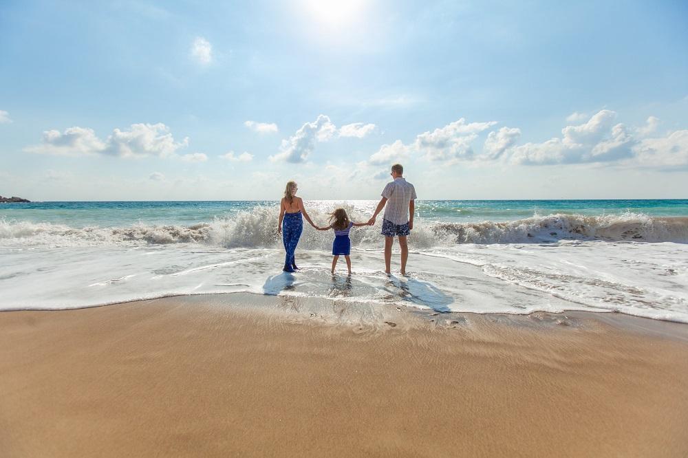 家族でビーチ